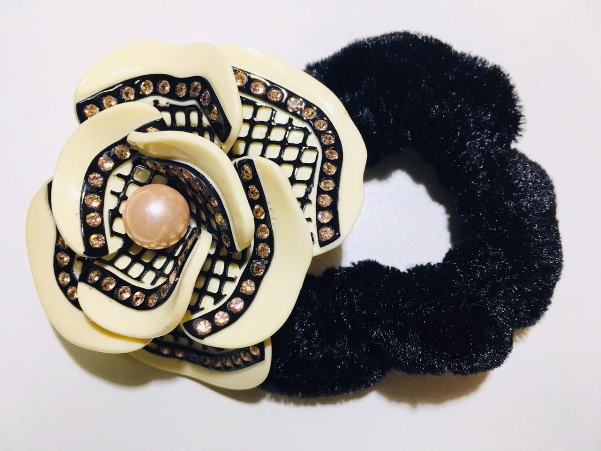 Foto 1 - HJ 122 - Prendedor de Rabo em Botão de Rosa. São clássicas e descoladas para deixar o look único. para usar em casamento, festas, dia a dia.