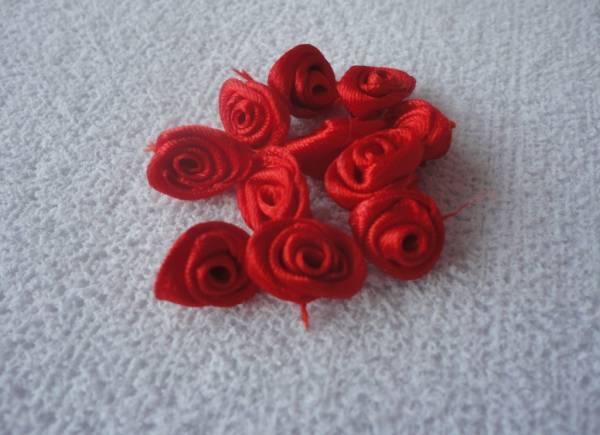 Foto 1 - Cód M1053 Mini botão de rosa em cetim vermelho 10 un