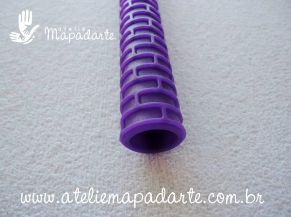 Foto4 - Cód M1183 Rolo textura violeta tijolinho 15 cm (Blue Star)
