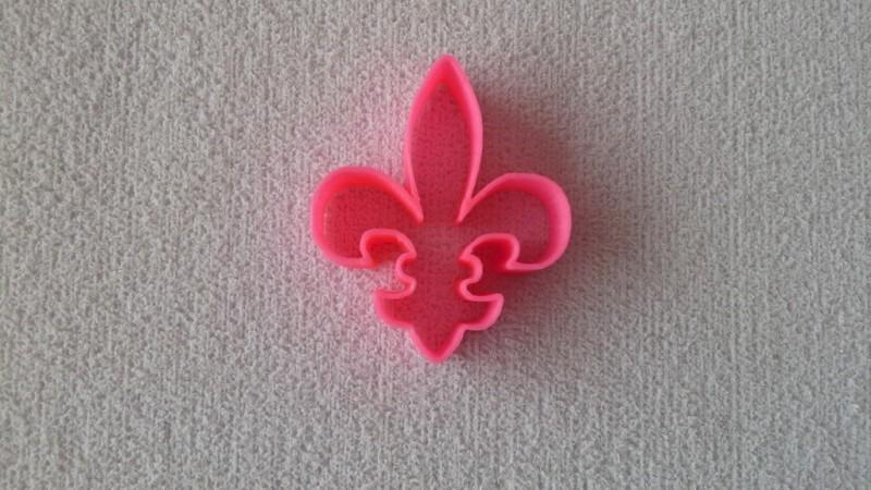 Foto 1 - Cód M1685 Cortador flor de lis em plástico PLA ref. 010-2 01 un (AC)