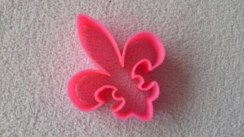 Foto2 - Cód M1685 Cortador flor de lis em plástico PLA ref. 010-2 01 un (AC)