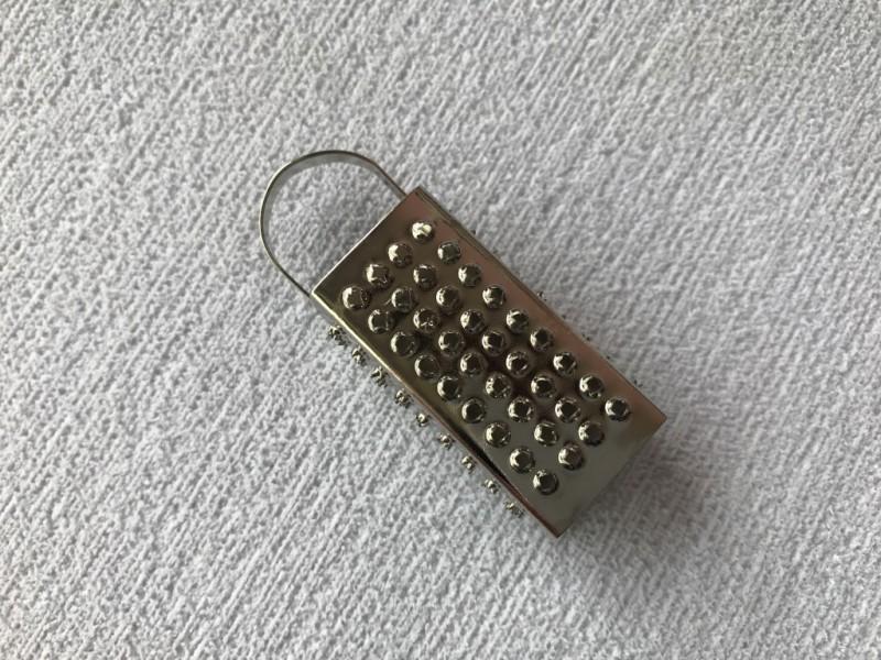 Foto2 - Cód M2368 Miniatura de ralador de metal (A69/17) 01 un