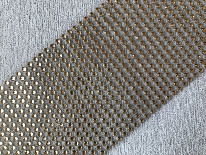 Foto 1 - Cód M2642 Cartela adesiva de strás dourado 4mm 01 cartela