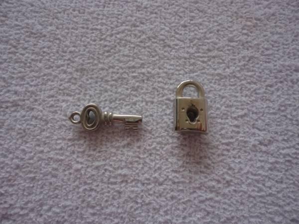 Foto 1 - Cód M808 Cadeado e chave (em abs)