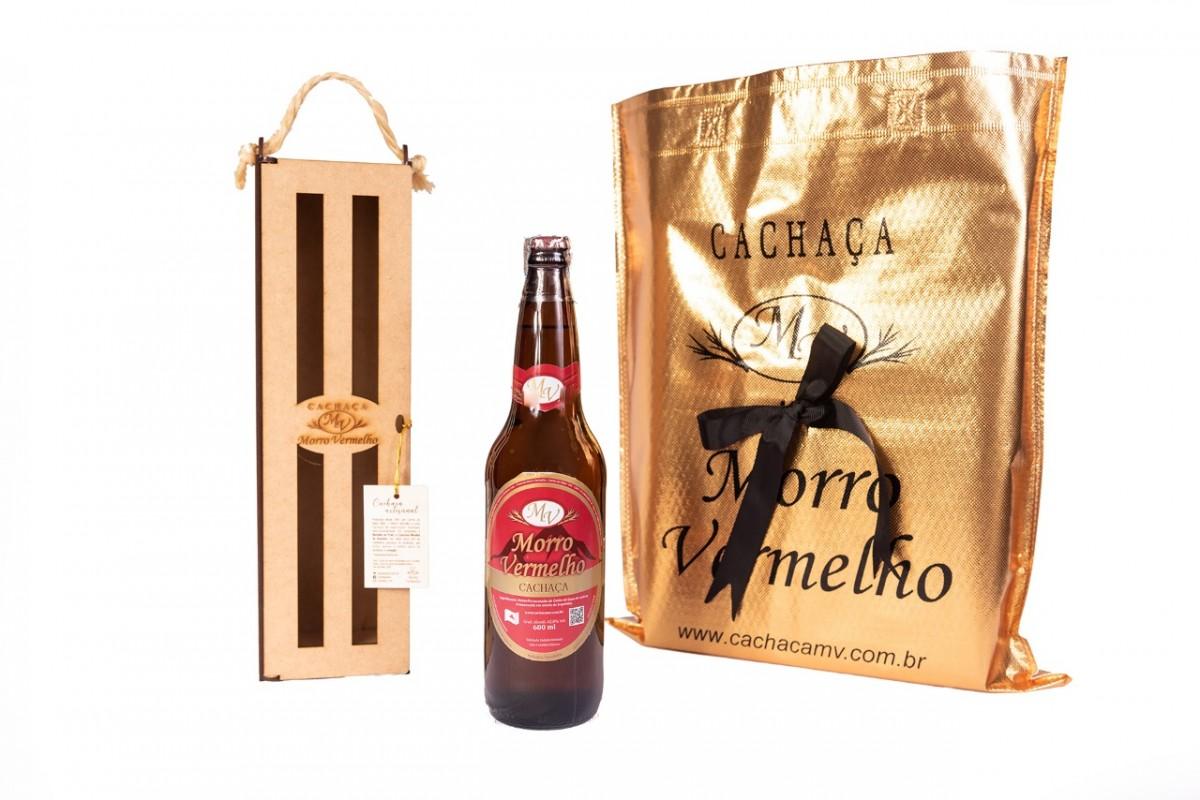 Foto 1 - MV - 28 Cachaça Presente Madeira 600ml Ouro