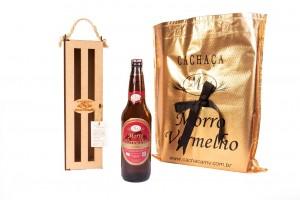 Foto1 - MV - 28 Cachaça Presente Madeira 600ml Ouro