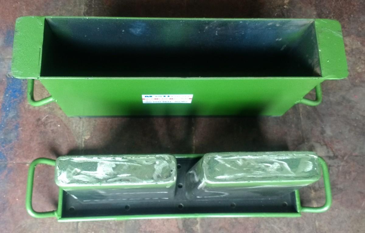 Foto3 - Forma manual para bloco de concreto 9x19x39 - 2 furos vazado