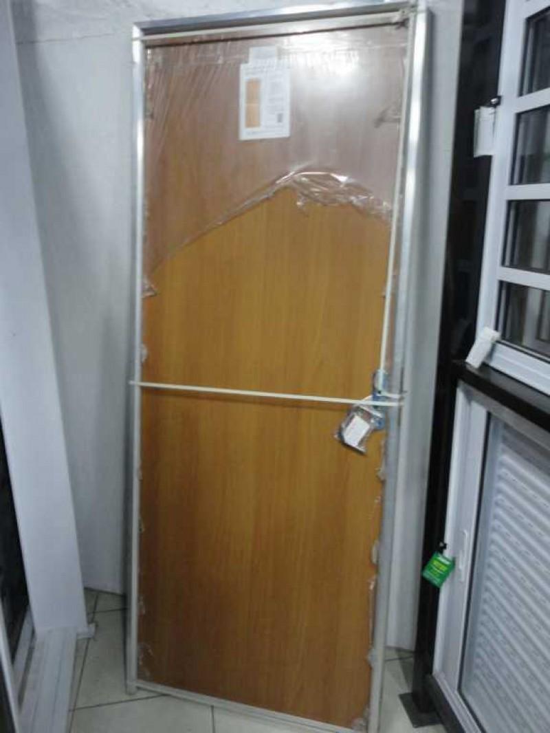 Porta de Madeira c/ marco de alumínio - Viafer - Casa, Construção e ...