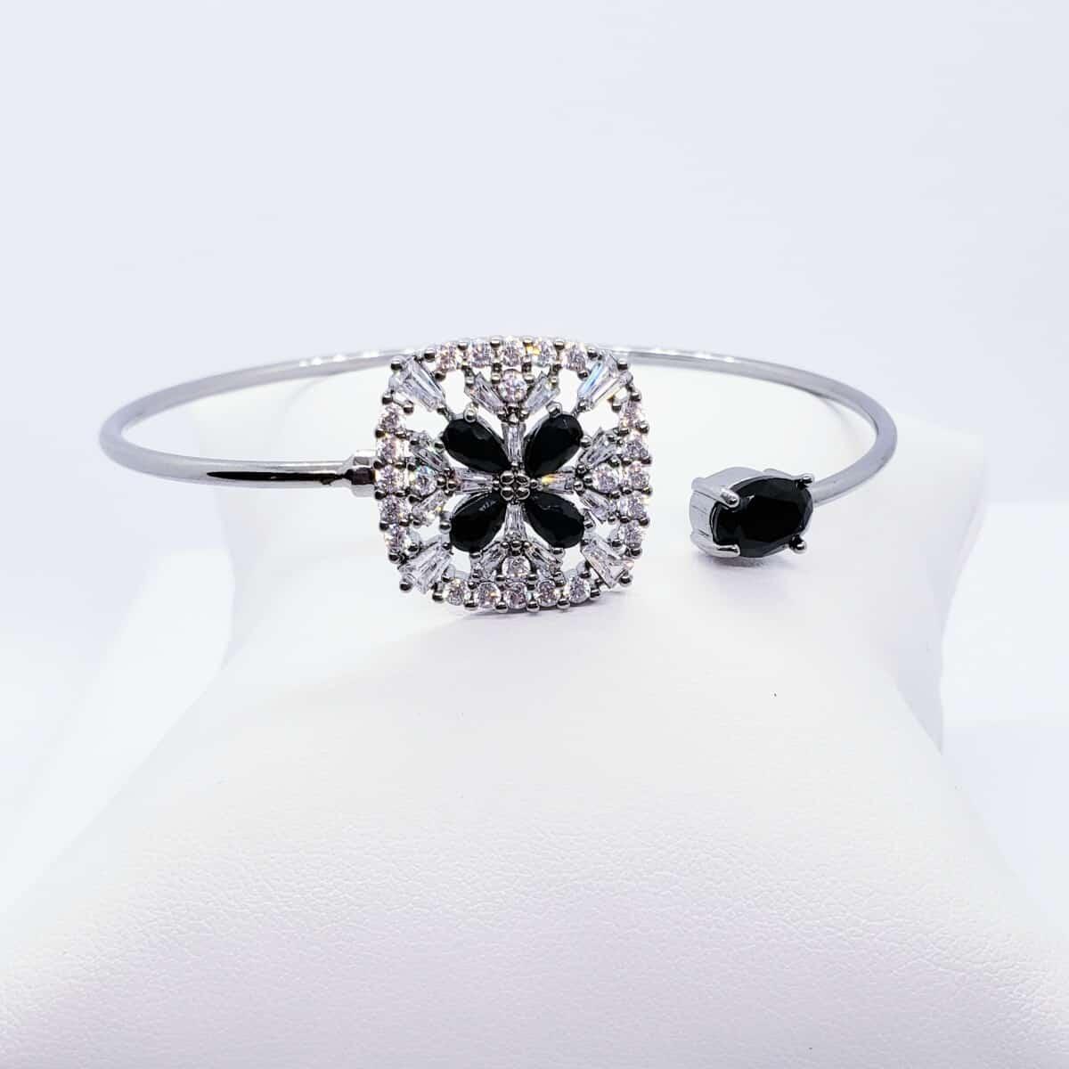 Foto 1 - Bracelete Quadrado Detalhe Flor Cristal