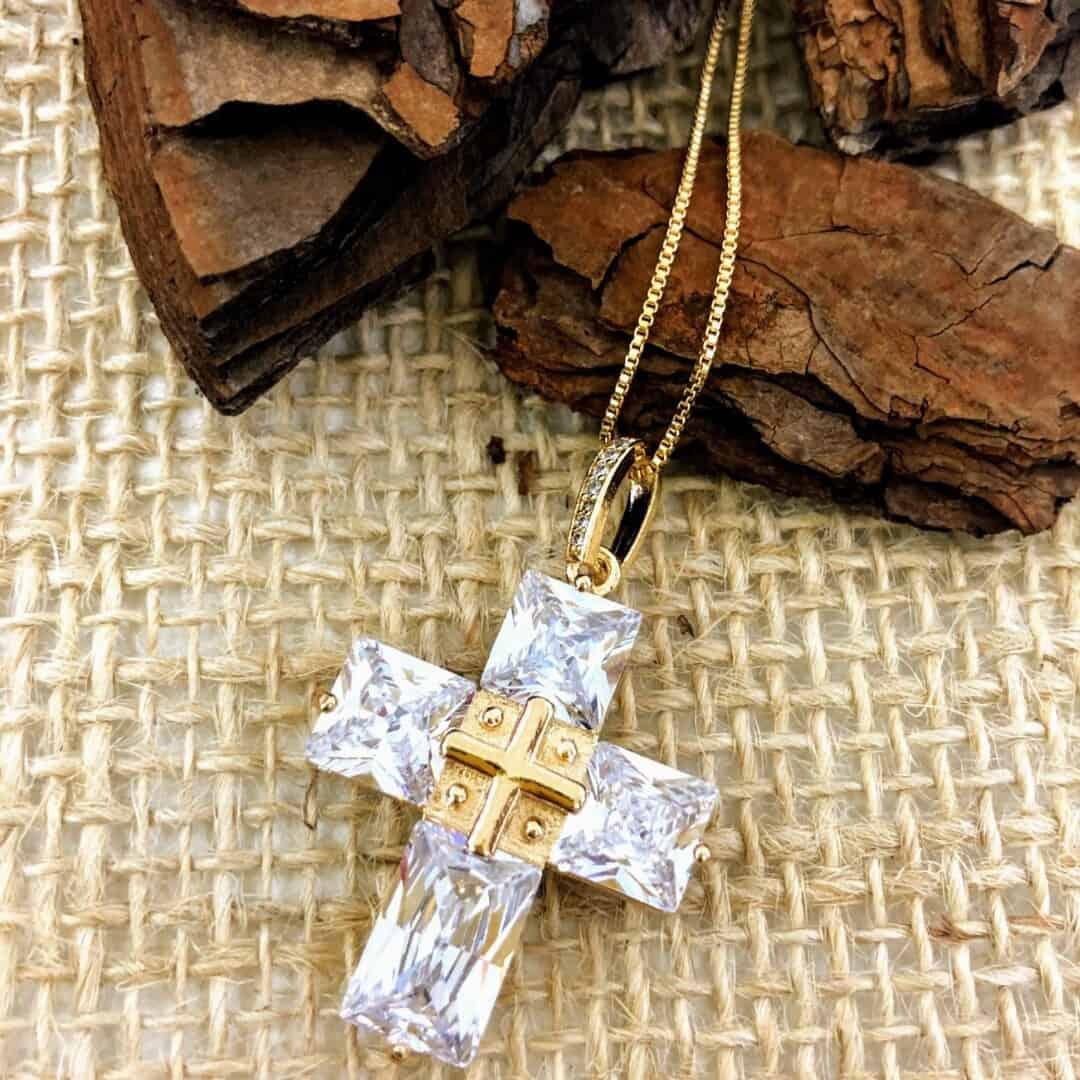 Foto 1 - Colar Inove Crucifixo Cristal Branco