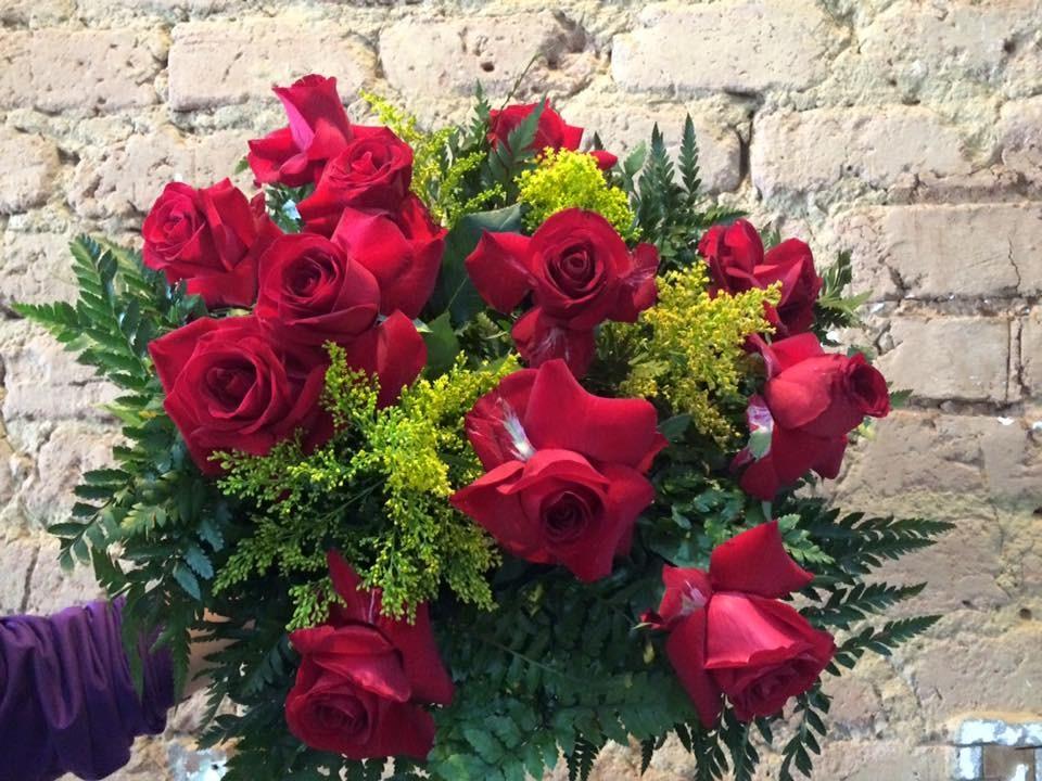 Foto 1 - Buquê com 12 Rosas Vermelhas