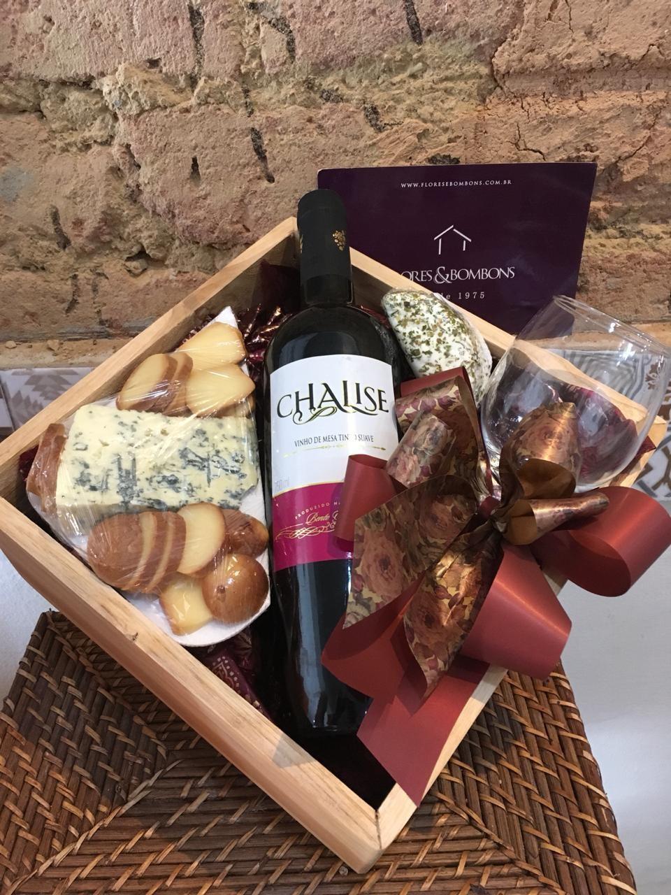 Foto 1 - Queijos e vinho