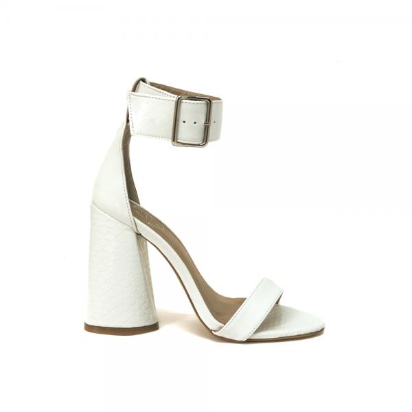 sandalia branca salto bloco