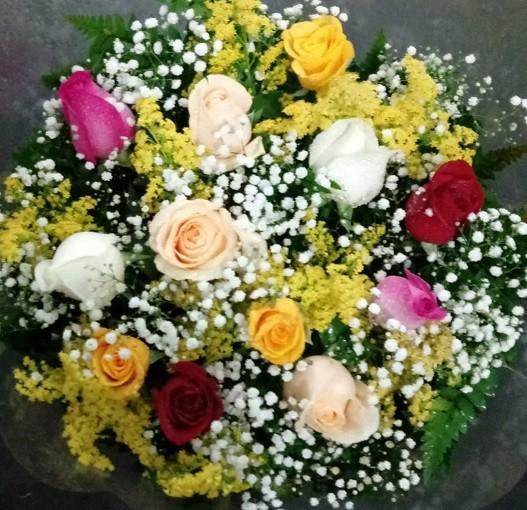 Foto 1 - Bouquet 12 rosas colorido