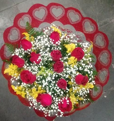 Foto 1 - Bouquet com 12 rosas vermelhas