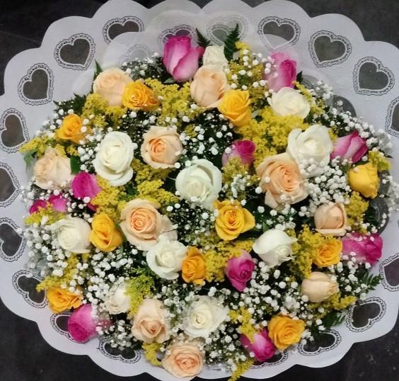Foto 1 - Bouquet 40 rosas colorido